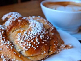 Eating the world's biggest cardamom buns in Sweden